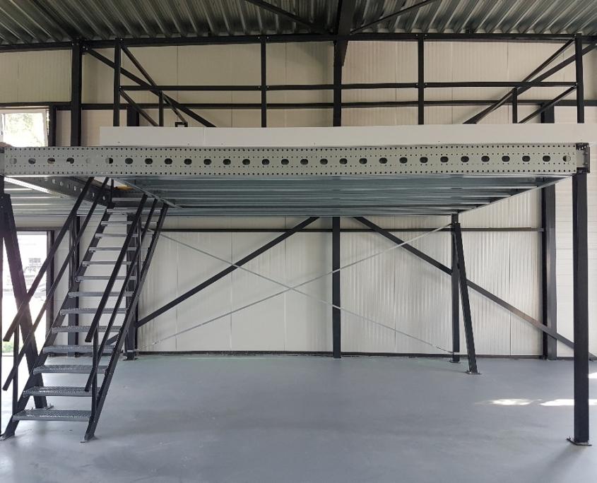 Verdiepingsvloer met trap